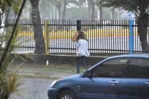 Maillot de bain Nubosidad, lluvias y descargas eléctricas en Bolívar