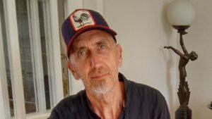 Maillot de bain Northern Irish artist Charlie Whisker dies