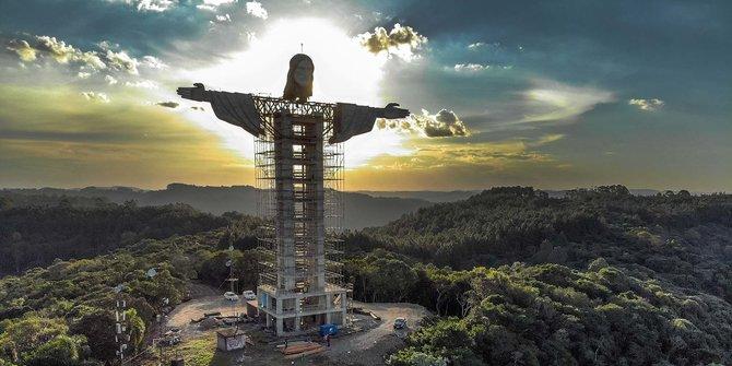 Maillot de bain Melihat Pembangunan Patung Yesus Terbesar Ketiga di Dunia
