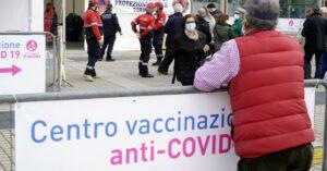 Maillot de bain Vaccini, con richiami a 42 giorni subito 2 milioni di dosi in più