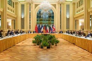 """Maillot de bain Rusijos diplomatas: derybos dėl lrano branduolinės sutarties perėjo į """"rengimo etapą"""""""