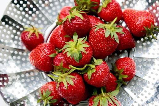Maillot de bain Erdbeer-Bowl mit Nicecream: Leckerer Nachtisch ganz ohne Zucker