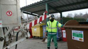 Maillot de bain Človek vytvorí 1,2 kilogramu odpadu denne. Končia prevažne na skládke