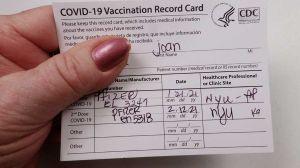 Maillot de bain Cómo proteger tu tarjeta de vacunación contra COVID-19 y dónde usarla