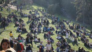 Maillot de bain Fête dans le parc des Buttes-Chaumont : le parquet de Paris ouvre une enquête pour mise en hazard de la vie d'autrui