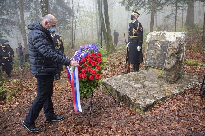 Maillot de bain Pozivi okay sodelovanju in spoštovanju zgodovine