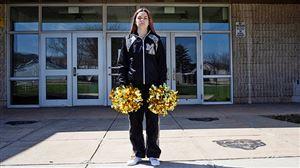 Ecole Suite à un doigt d'honneur sur Snapchat, cette pom-pom woman a été virée de son équipe sportive: l'affaire finit en justice