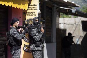 Maillot de bain Rio's Deadliest Police Raid on Legend Kills 24