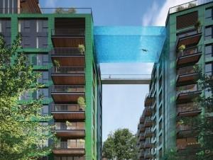 Maillot de bain A Londres, une piscine suspendue entre deux excursions