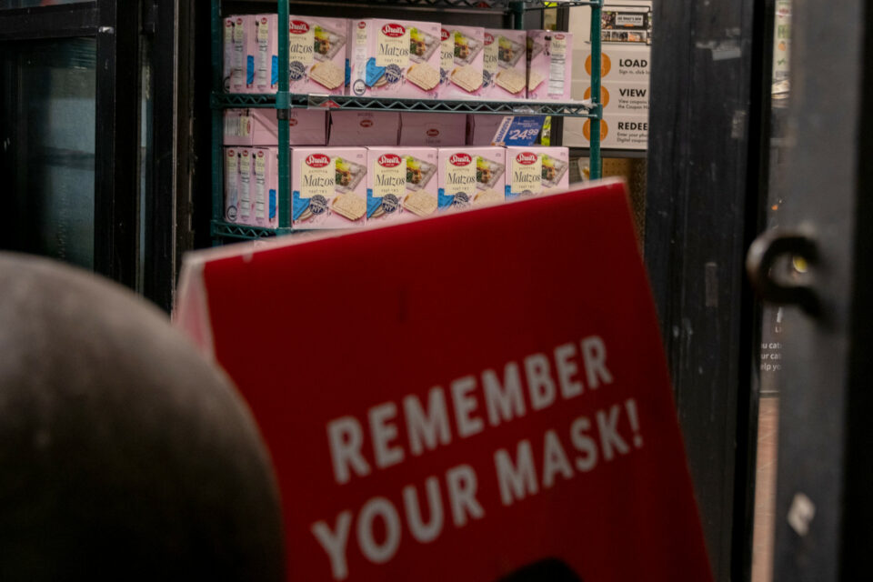 Maillot de bain Retail Workers' Union Urges Stores to Require Masks as Finest Grocery Chain Lifts Mandate