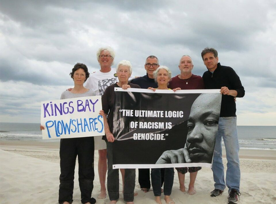 Maillot de bain 2 Plowshares activists come by early unlock from prison