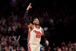 Maillot de bain Entire Blazers dwelling crowd sings Pleased Birthday for Carmelo Anthony (Video)