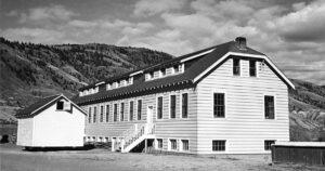 Ecole Au Canada, les restes de 215 enfants découverts près d'un ancien pensionnat amérindien