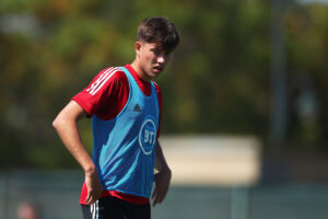 Maillot de bain Uncapped Cardiff baby Rubin Colwill joins Gareth Bale and Aaron Ramsey as Robert Page's 26-man Wales squad for Euro 2020 is announced