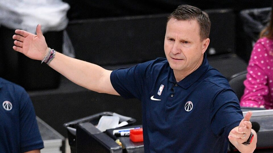 Maillot de bain 'Build home. We don't desire you': Wizards coach Scott Brooks delivers scathing rebuke of fan who ran onto court docket