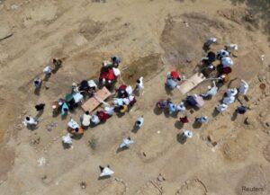 Maillot de bain VIDEO 1.200 de cadavre nerevendicate ale celor decedați din cauza COVID-19 au fost arse și aruncate într-un râu din India