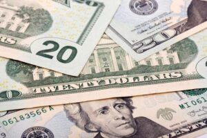 Maillot de bain Dólar tem queda acentuada contra steady antes de Fed e Copom