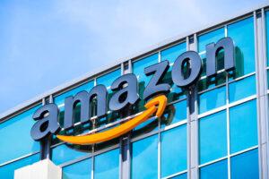 Maillot de bain Amazon courts Vietnam merchants in Alibaba's backyard