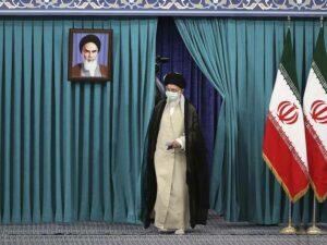 Maillot de bain Iran, conservatori pronti al trionfo«Ora di liberarci dei nemici stranieri»
