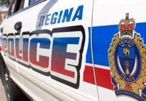 Maillot de bain Regina police utter Taser used on male allegedly armed with knife