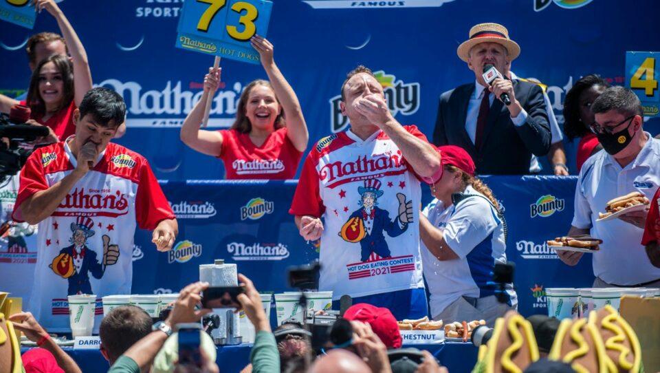 Maillot de bain USA: 76 Hotdogs in zehn Minuten – Joey Chestnut bricht eigenen Rekord