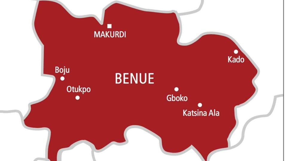 Maillot de bain BREAKING: Ratings feared ineffective, churches, homes burnt as communities clash in Benue