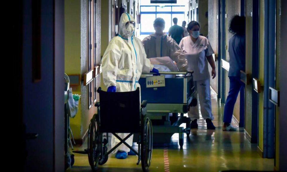 Maillot de bain Covid-19. Mais de 58 mil casos num mês e cuidados intensivos aumentam 122%