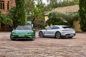 Maillot de bain Krize nekrize: Luxusní automobilka Porsche trhla v prvním pololetí prodejní rekord