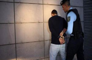 Maillot de bain Guarda Prisional de Vila Verde apanhado a roubar casa em Amares