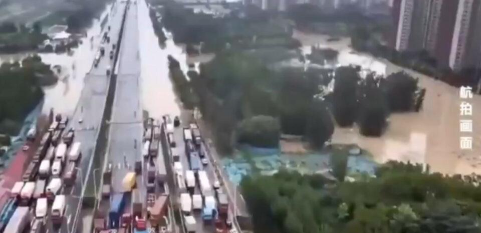 Maillot de bain Ambasada Kine: Nezapamćene poplave u Zhengzhou, želimo sigurnost građanima