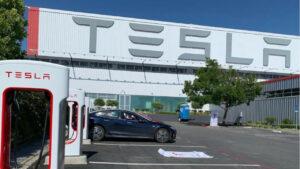 Maillot de bain Supercharger anche a veicoli non Tesla: Elon Musk spiega come