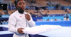 Maillot de bain Sponsor Hole Backs Simone Biles' Resolution to Pull Out of Competition at Olympics