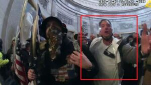 Maillot de bain QAnon-Loving Ex-Marine Accused in Capitol Insurrection Fled to Mexico as Feds Closed In