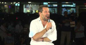 Maillot de bain L'ultimatum di Salvini: «Il governo fermi gli sbarchi oppure sostenerlo sarà un problema»