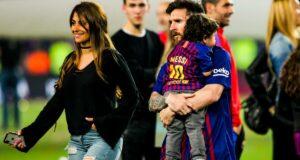 Bikini FC Barcelone : en bikini, Antonella affiche ses courbes et embrasse Messi rageusement !
