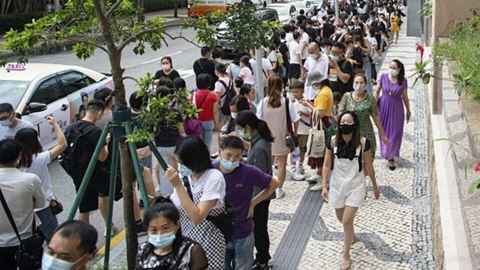 Maillot de bain Macau's Covid-19 exams would include 'bustle smoothly' if now no longer for Zhuhai's changed border policy, chief Ho Iat-seng says