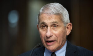Maillot de bain CCP Virus Vaccine Rollout in US Impeded by 93 Million 'Hesitant' People: Fauci