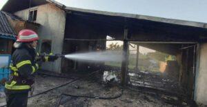 Maillot de bain Incendiu noaptea trecută într-o pensiune din Tulcea. Decide persoane s-au autoevacuat, iar cinci persoane, printre care un copil, au fost transportate la spital