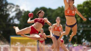 Bikini Après les joueuses norvégiennes de seaside Handball, c'est au tour des Françaises de dire non au bikini
