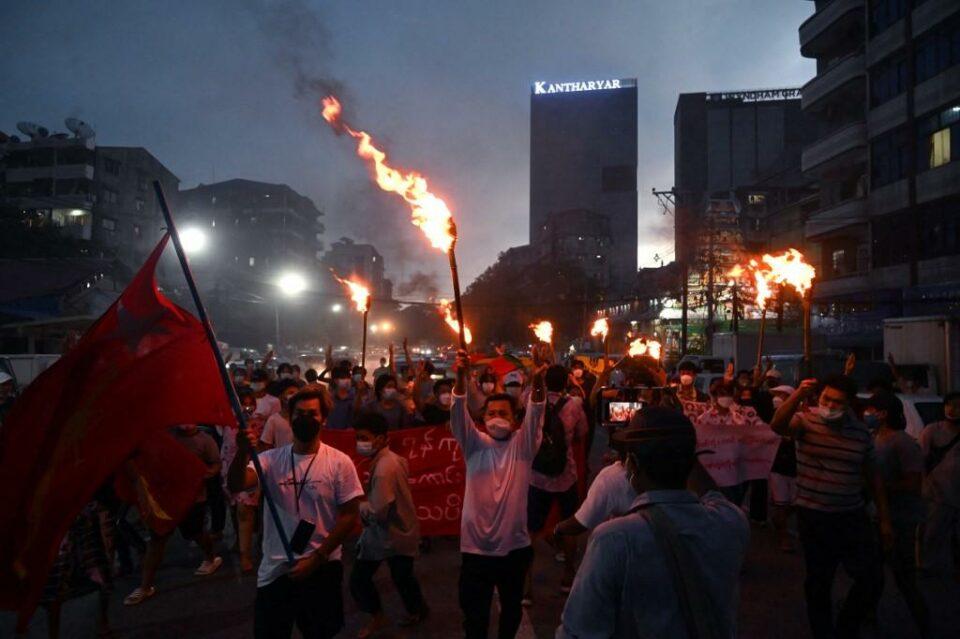 Maillot de bain Death toll since Myanmar coup tops 1,000, says activist team