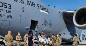 Maillot de bain Afghan Girl Delivers Toddler On US Evacuation Flight