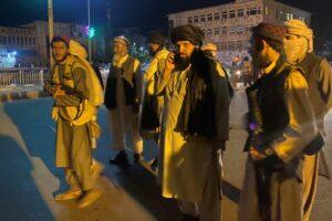 Maillot de bain Las potencias mueven sus piezas en el tablero afgano
