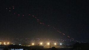 Maillot de bain Talibanes disparan al cielo para celebrar la salida definitiva de EE.UU. de Afganistán