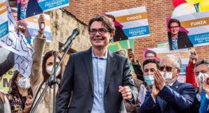 Maillot de bain Con historia íntima, Alejandro Gaviria explicó significado de su llamativo logo de campaña