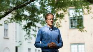 Maillot de bain Investor Carsten Hjelde donerer en halv million for å dekke aktivistbøter