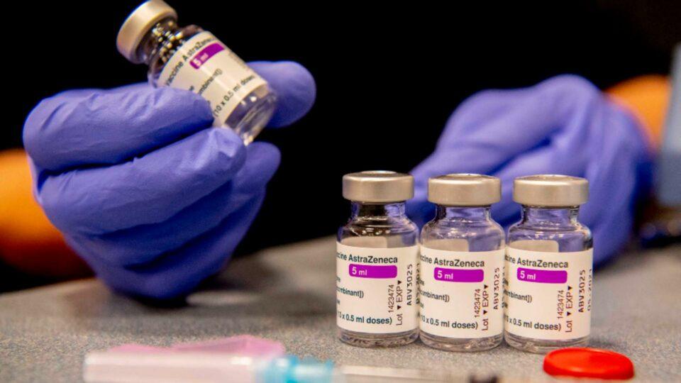 Maillot de bain DECIZIE importantă a vaccinării împotriva COVID-19 – Românii care au făcut prima doză de AstraZeneca se pot vaccina cu alt tip de vaccin