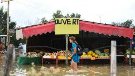 Maillot de bain Orages: pluies file dans le Gard, une personne portée disparue