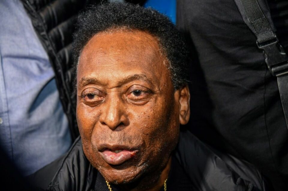 Maillot de bain Pele in short motivate in ICU however now 'stable', says hospital