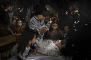 Maillot de bain AP PHOTOS: Jews redeem firstborn son in frail ceremony