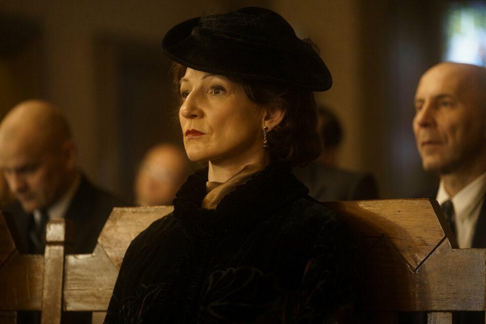 Maillot de bain Latvijai vajag savu karalieni – stāsts par Emīliju Benjamiņu nonāk uz ekrāniem